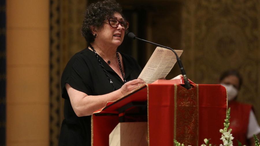 Bárbara Bruno fala durante missa de sétimo dia da mãe, Nicette Bruno - ROBERTO FILHO / BRAZIL NEWS