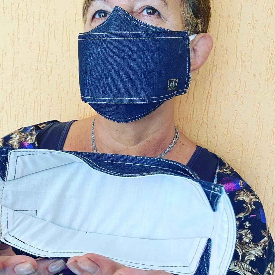 Máscara confeccionada por Michelly X - Divulgação
