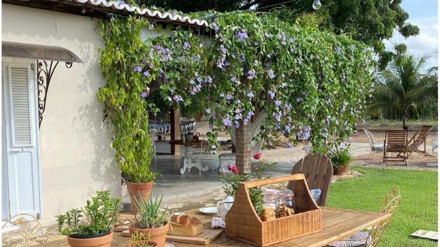Mesa no quintal, um dos cantos favoritos da casa de Katiane - Arquivo pessoal