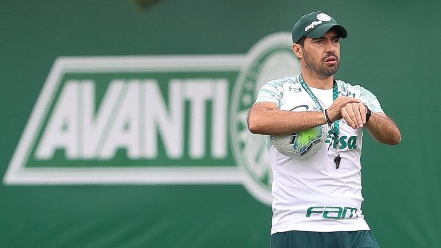 Abel Ferreira, técnico do Palmeiras, comanda treino na Academia de Futebol - Cesar Greco/Palmeiras