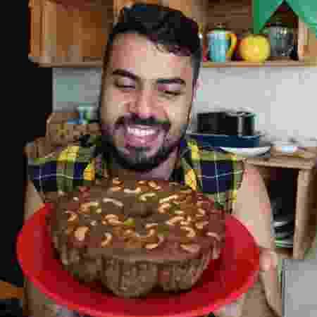 Rodrigo Duarte, do canal Vixe que Fome, e seu bolo de pé de moleque - Divulgação - Divulgação