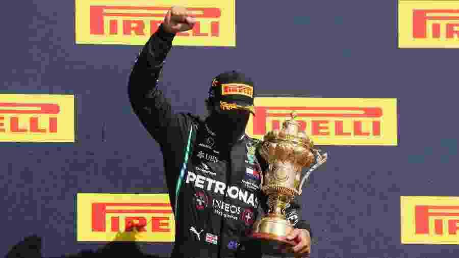 Lewis Hamilton comemora vitória no GP da Grã-Bretanha, em Silverstone; britânico tem contrato até o fim do ano - Frank Augstein/Pool via Getty Images