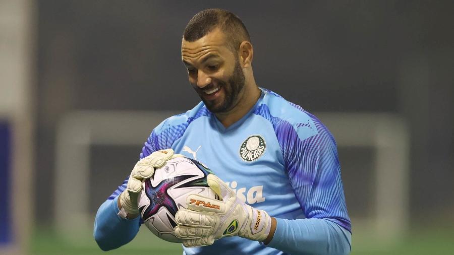 Weverton, goleiro do Palmeiras, em treino no Qatar, visando o Mundial de Clubes, nesta sexta (5) - Cesar Greco/Palmeiras