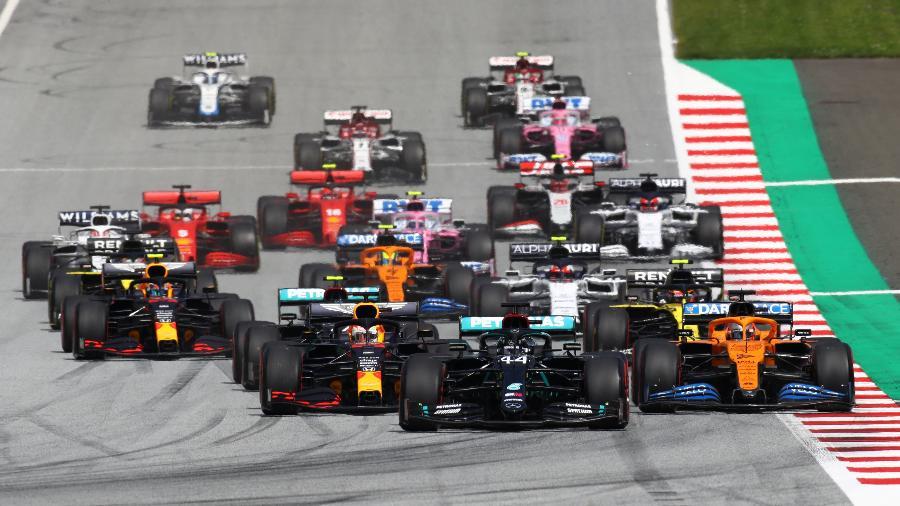 Largada do GP da Estíria de Fórmula 1, a segunda corrida seguida na Áustria, após a parada pela pandemia - Mark Thompson / various sources / AFP