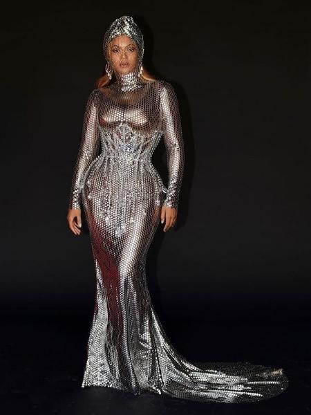 Beyoncé escolheu corset com pedrarias da Burberry para a festa do Grammy 2021 - Reproduçao/bYonidnidsoj