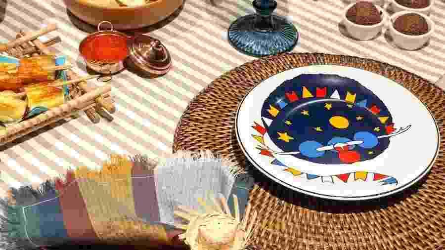 Dos pratos aos pastéis, bandeirinhas ditam a mesa junina de Camila Carvalho - Acervo pessoal