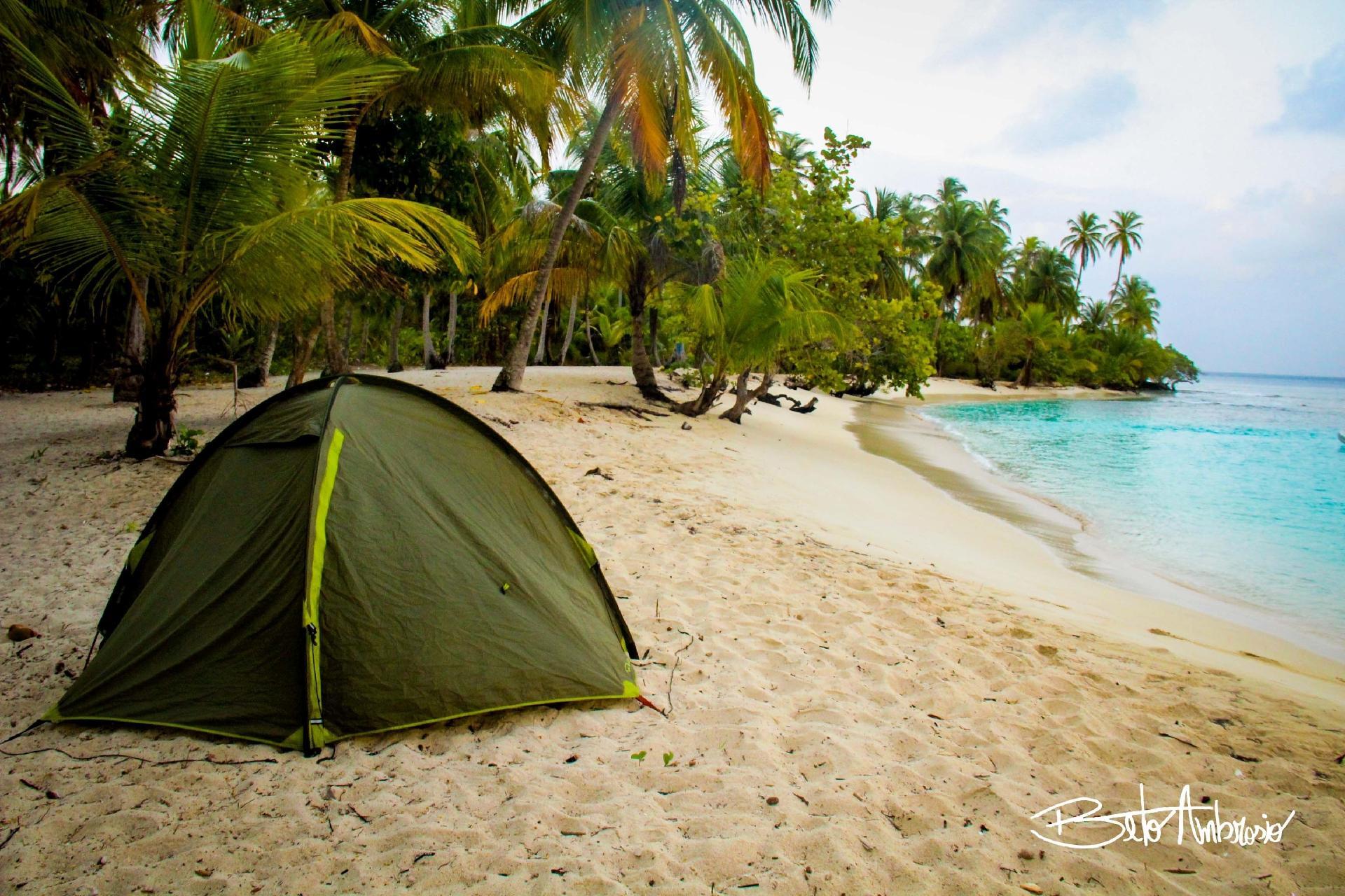 Camping en la playa - archivo personal