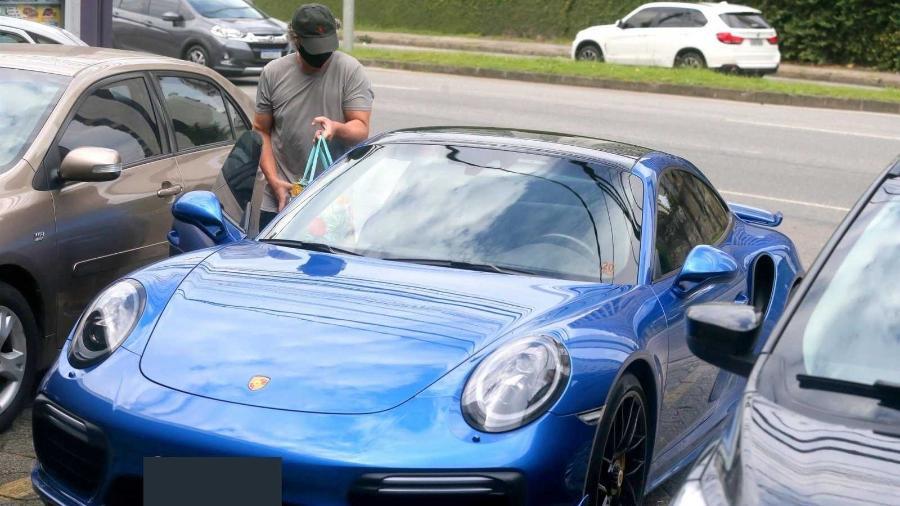 Boninho vai ao mercado com seu Porsche 911 turbo - AgNews