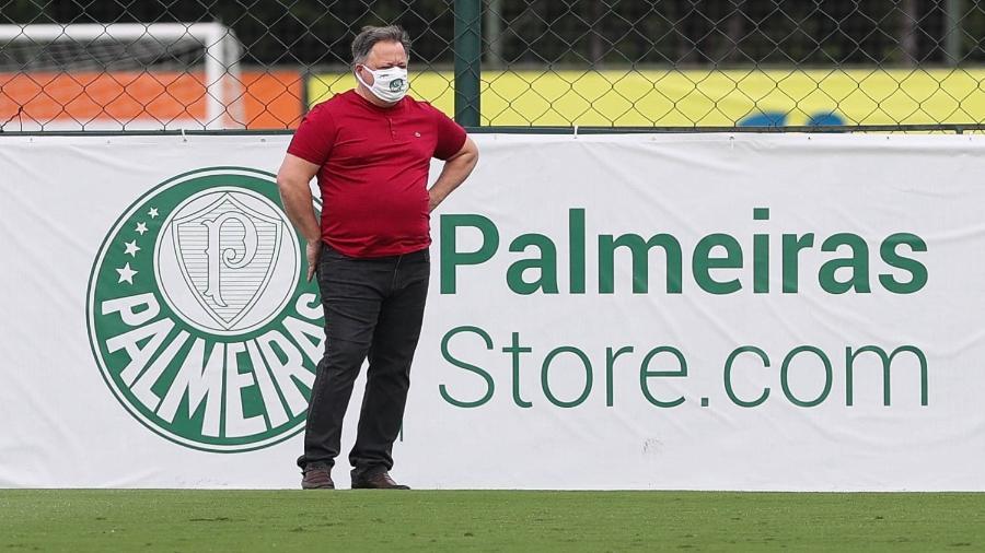 Anderson Barros, diretor de futebol do Palmeiras, acompanha o treino desta sexta-feira - Cesar Greco/Palmeiras