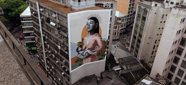 Mural de Hanna Lucatelli na rua Quinze de Novembro, no centro de São Paulo; artista pintou empena grávida de 7 meses - Duda Gulman/UOL