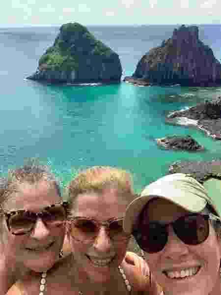 Patrícia e Amanda, com a irmã mais velha, Renata, de 65 anos, no arquipélago de Fernando de Noronha  - Arquivo pessoal - Arquivo pessoal