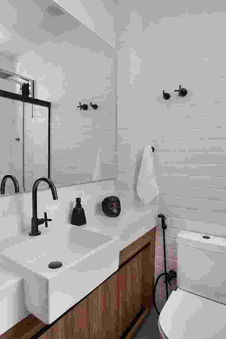 Detalhe do banheiro, único ambiente não integrado do studio - Fotos Juliano Colodeti/ MCA Estúdio/Divulgação - Fotos Juliano Colodeti/ MCA Estúdio/Divulgação