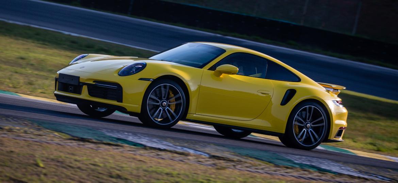 Marca aposta que combustível sintético pode abastecer carros a combustão como o 911 - Divulgação/Porsche