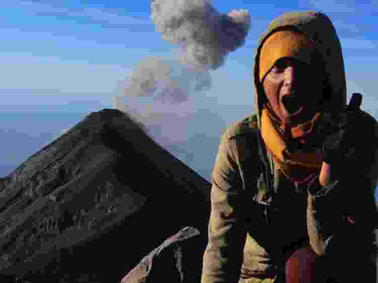 Kami na Guatemala, em frente ao Vulcão Acatenango - Arquivo pessoal - Arquivo pessoal