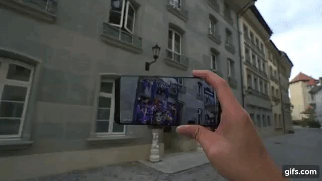 Demonstração do Cyberverse, criado pela Huawei, que pode ser acessado por meio de celulares - Divulgação/Huawei