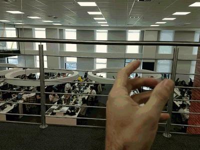 GIF feito no Cinemagraph do Moto Z3 Play - acredite, as pessoas atrás estavam se mexendo
