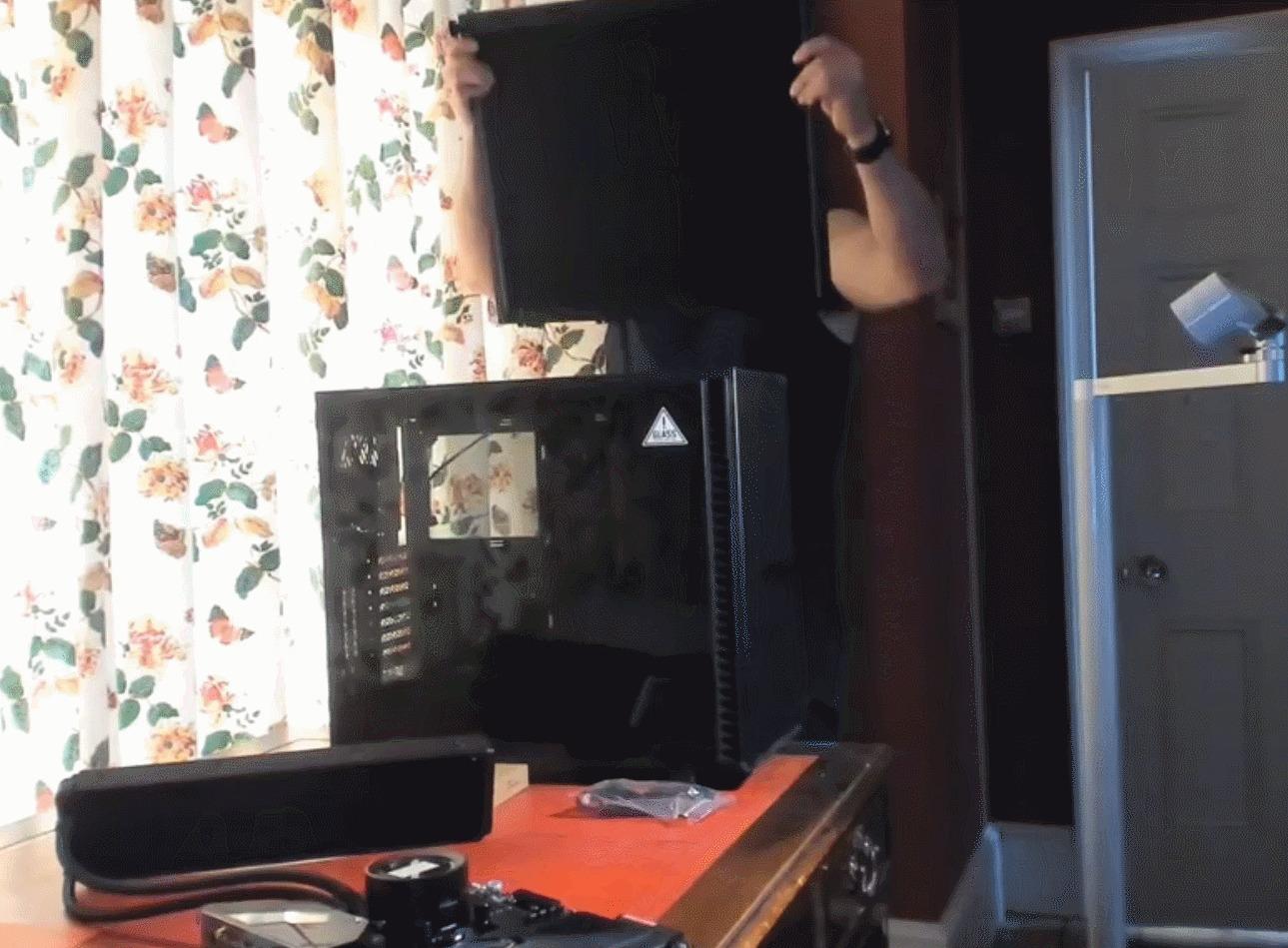 Henry Cavil PC Gamer 1