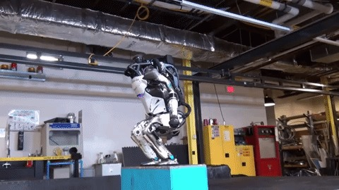 Atlas, robô da Boston Dynamics, dando salto mortal