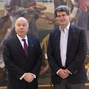 O ministro das Relações Exteriores do Brasil, Mauro Vieira (à esq.), se reunirá com vários colegas argentinos
