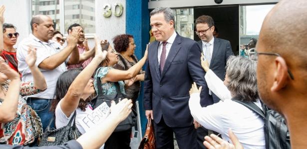 6.dez.2017 - Jayme Arturo, reitor da UFMG (Universidade Federal de Minas Gerais), deixa a sede da PF (Polícia Federal)