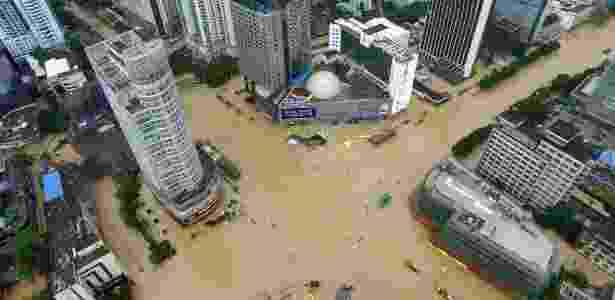 Tufão provocou inundações em regiões no leste da China - Chinatopix/AP
