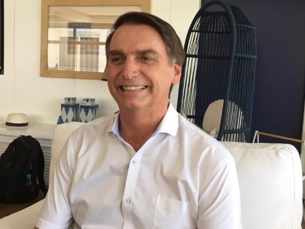 13.out.2018 - Jair Bolsonaro (PSL) concedeu entrevista ao UOL após gravar vídeos do horário eleitoral no Rio de Janeiro