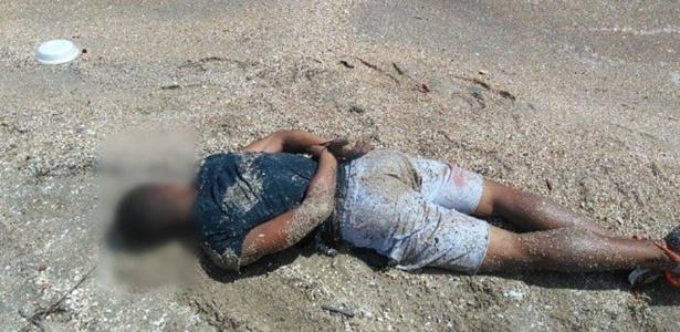 Mesmo baleado, homem fugiu para uma praia e só se rendeu ao ser preso dentro da água