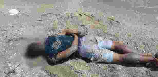 Mesmo baleado, homem fugiu para uma praia e só se rendeu ao ser preso dentro da água - Divulgação/Polícia Civil