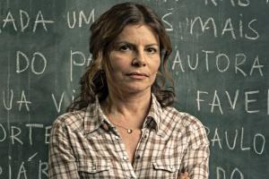 Atriz Débora Bloch é Lúcia na série Segunda Chamada (Divulgação: Globo)