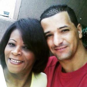 O bombeiro civil Ronaldo da Cruz ao lado sua mulher Rita - Arquivo pessoal