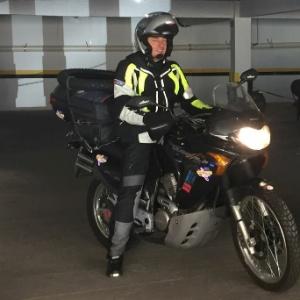 Roberto Bardella (foto), 52, e seu amigo Rino Polato, 59, faziam um tour pela América do Sul de motocicleta