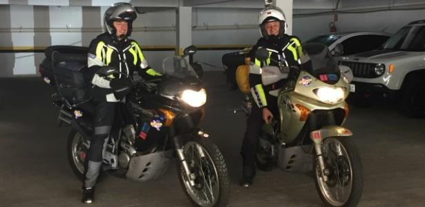 Os italianos Roberto Bardella (à esq.) e Gino Polato (à dir.), que faziam uma viagem de motocicleta pelo Brasil