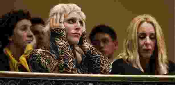 Ativistas ouvem deputados na sessão em que lei foi aprovada, em Montevidéu - Matilde Campodonico/AP Photo