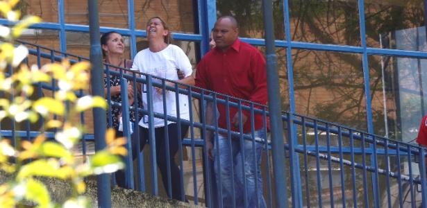 Pais das vítimas que acharam o carro em que o grupo estava, após dois dias de procura