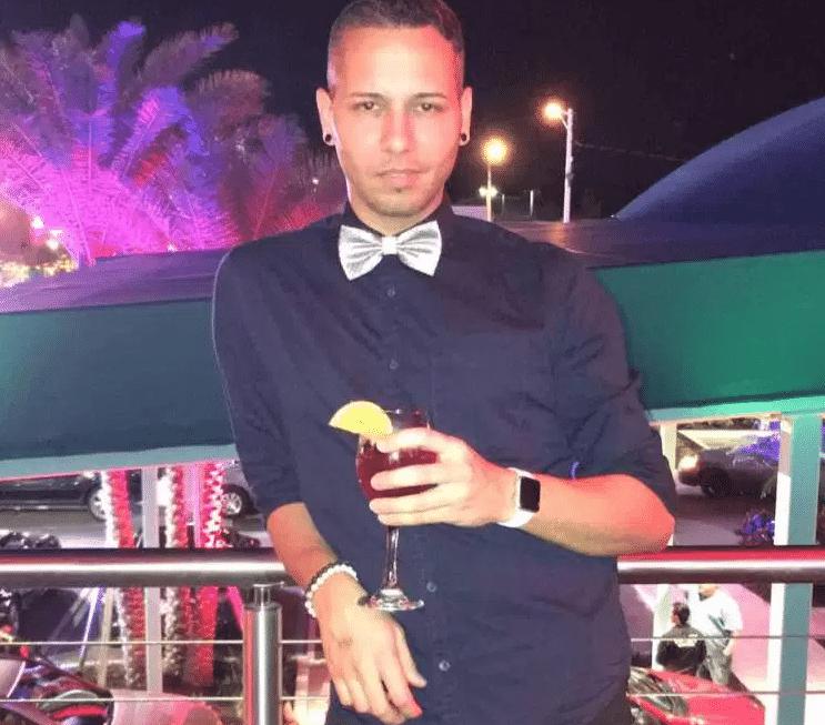 Rodolfo Ayala-Ayala, 33, foi uma das vítimas do massacre na boate Pulse, em Orlando (EUA). Ele nasceu em San German, em Porto Rico, e morava em Kissimmee, na Flórida. Ele trabalhava como assistente no banco de sangue do Estado norte-americano