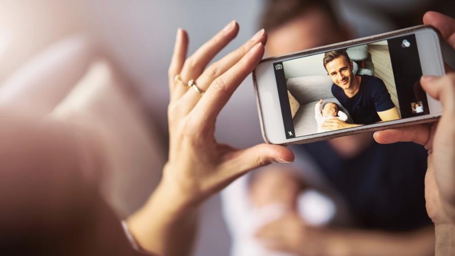 Celulares servem para ligar, tirar selfie, postar em redes ou mesmo ler esta notícia; mas não para ver TV - Getty Images