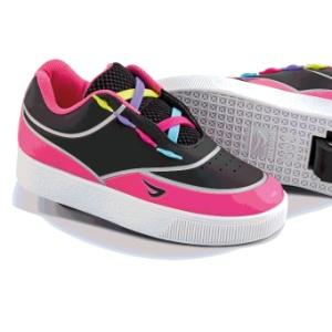 bd37e2f5c7e ... modinha e dão fôlego a fabricantes de calçado. Tênis de rodinha e luz  de LED viram febre entre crianças