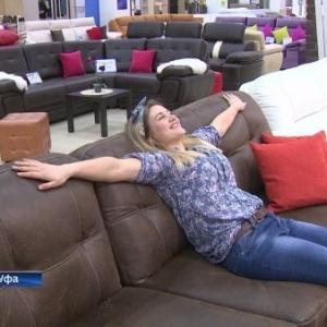 Anna Cherdantseva experimenta mais um sofá