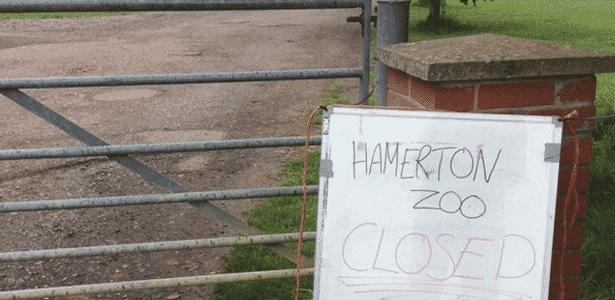 Placa avisa sobre fechamento do zoológico de Hamerton, no Reino Unido - Twitter/@fereleye