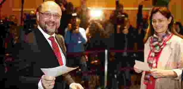 24.set.2017 - O candidato social-democrata Martin Schulz vota na manhã deste domingo nas eleições gerais, em estação de votação na cidade de Wuerselen - Thilo Schmuelgen/Reuters - Thilo Schmuelgen/Reuters