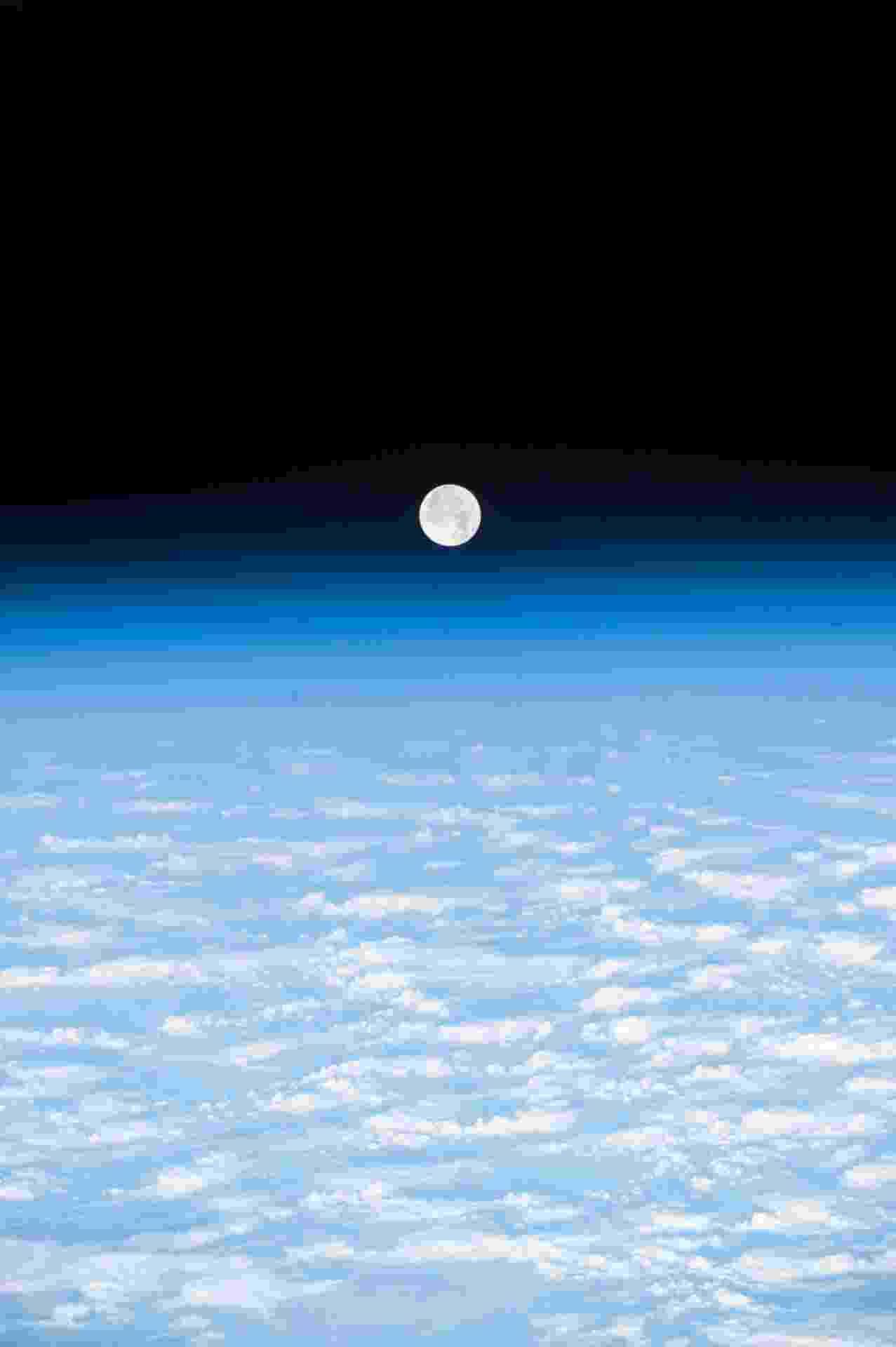 LUA VISTA DO ESPAÇO - O astrônomo Paolo Nespoli publicou em sua página no Flickr uma foto da Lua tirada direto da Estação Espacial Internacional - ESA/Nasa