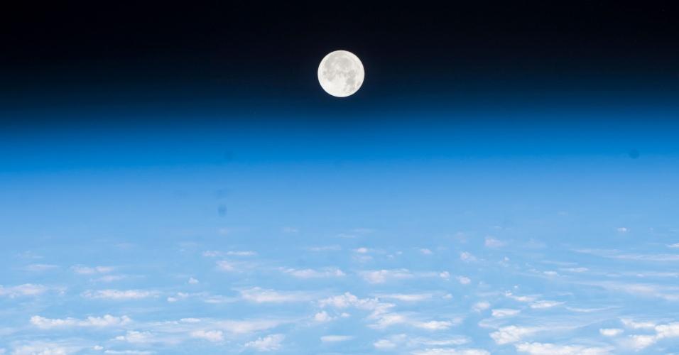 LUA VISTA DO ESPAÇO - O astrônomo Paolo Nespoli publicou em sua página no Flickr uma foto da Lua tirada direto da Estação Espacial Internacional