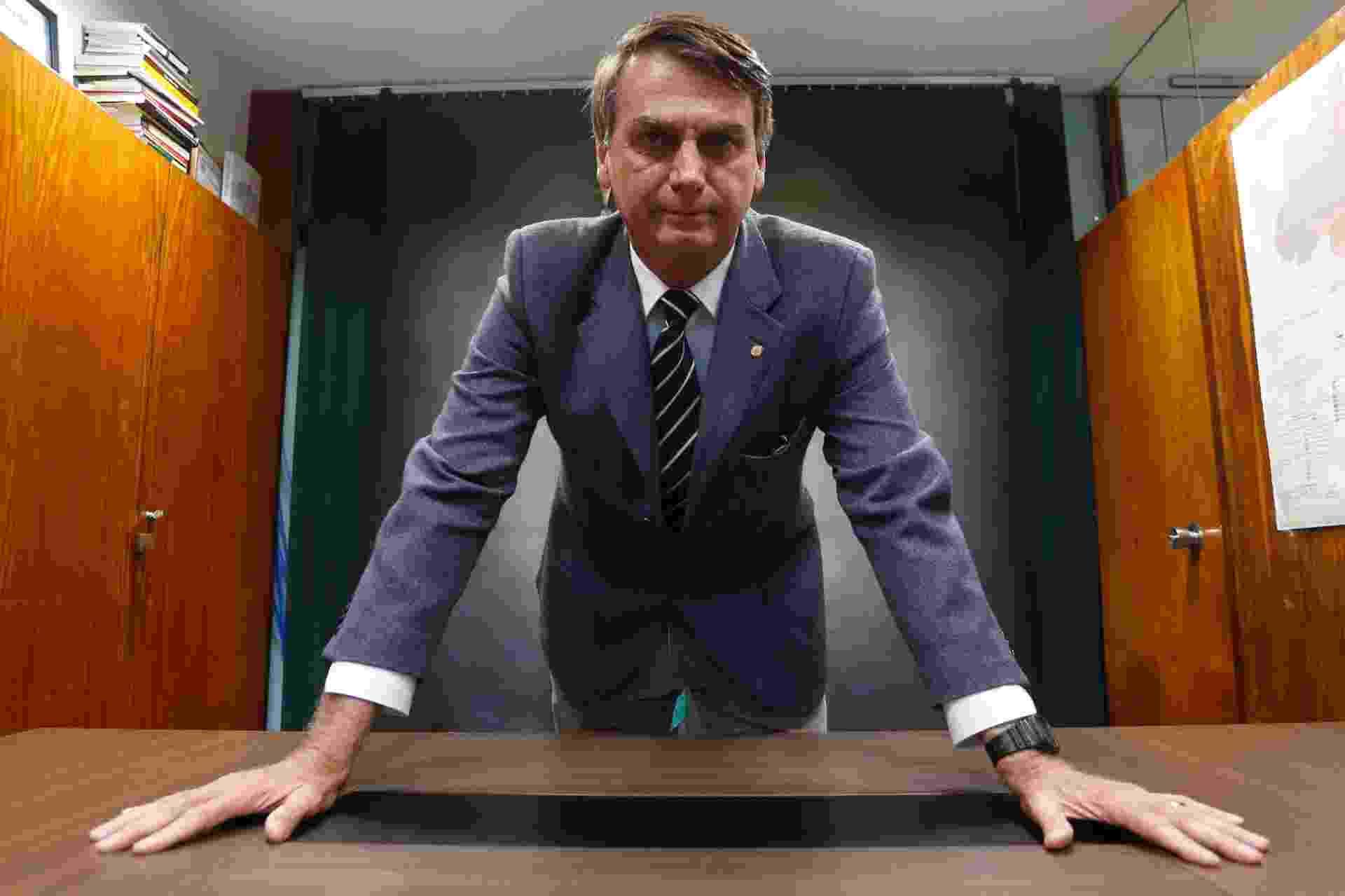 22.mar.2017 - Retrato do deputado federal Jair Bolsonaro (PSC-RJ) na Câmara dos Deputados em Brasília - Igo Estrela/Estadão Conteúdo