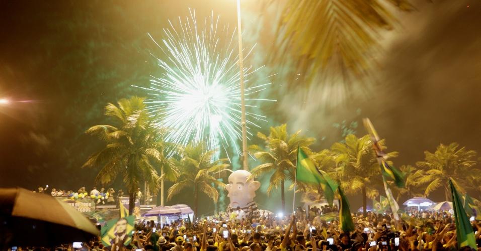 28.out.2018 - Eleitores de Bolsonaro celebram resultado das urnas no Rio de Janeiro
