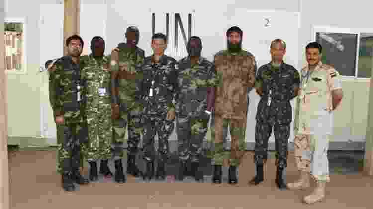 Vitor Hugo com observadores militares da ONU na Costa do Marfim em 2008 - Major Vitor Hugo / Arquivo pessoal - Major Vitor Hugo / Arquivo pessoal
