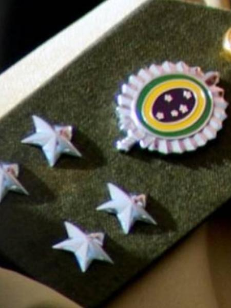 farda de general de exército, com quatro estrelas - Reprodução