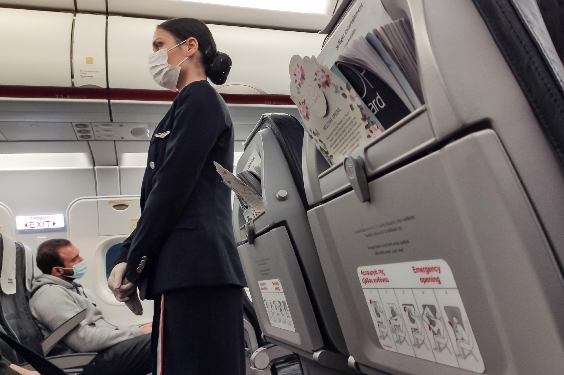 Companhias aéreas dos EUA podem proibir passageiros que se recusam a usar máscaras