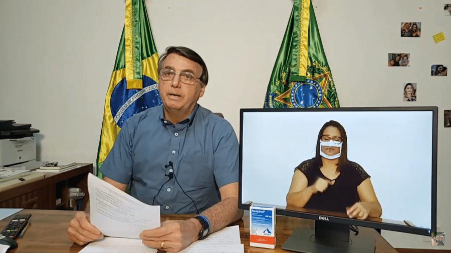 O presidente Jair Bolsonaro (sem partido), durante sua live semanal, em Brasília - Reprodução/YouTube