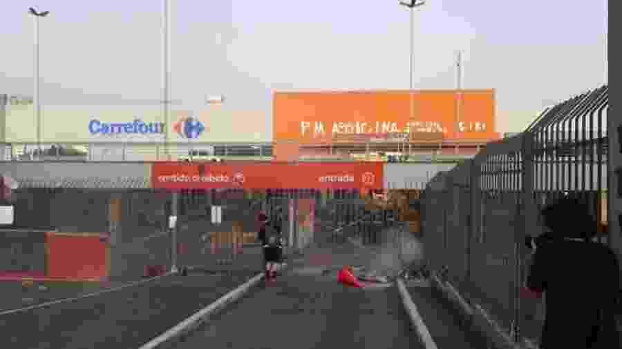 20/11/2020 - Fachada do supermercado Carrefour, na zona norte de Porto Alegre (RS), depois de protestos por causa da agressão e morte de um homem negro no local - Hygino Vasconcellos/Colaboração para o UOL