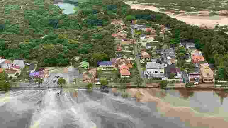 Água invadiu casas e ruas na Lagoa da Conceição, em Florianópolis - Divulgação/CBMSC - Divulgação/CBMSC